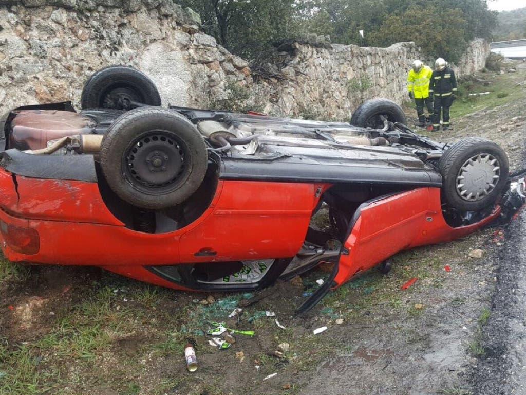 Tres heridos en un aparatoso accidente en la M-618