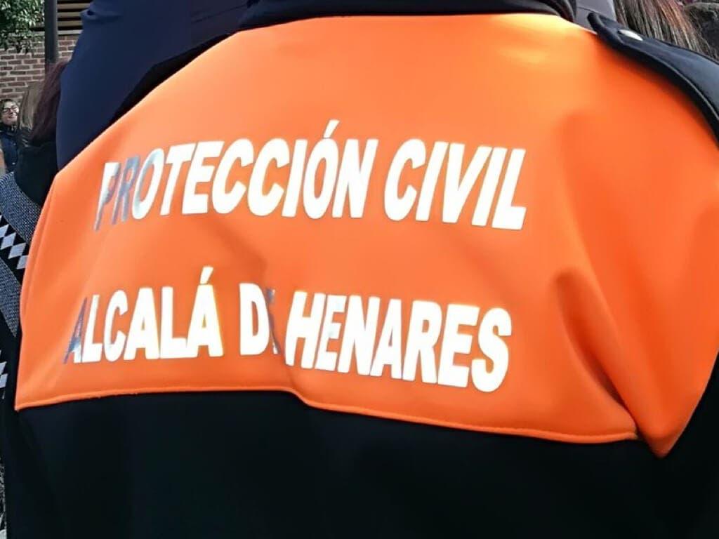Un vehículo descontrolado, a punto de irrumpir en una procesión de Alcalá de Henares