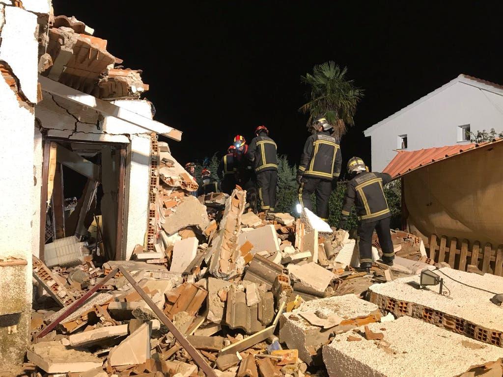 Hallan viva a una anciana tras más de siete horas bajo los escombros