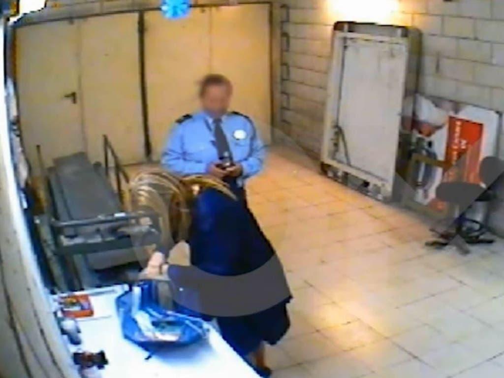 Acusan a Cifuentes con un vídeo de robar en un supermercado en 2011