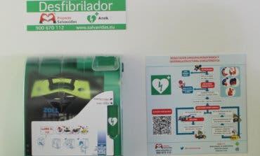 Alcalá de Henares instala desfibriladores en coches patrulla y edificios municipales