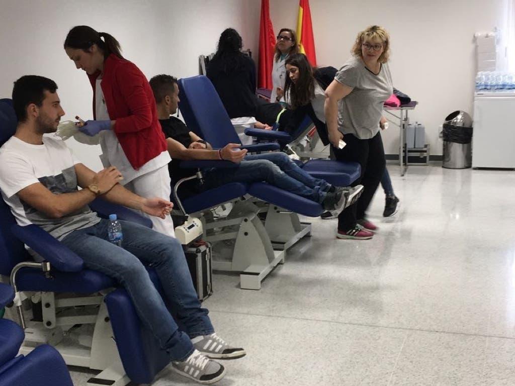 Alumnos de Coslada y San Fernando animan a donar sangre en el Hospital del Henares
