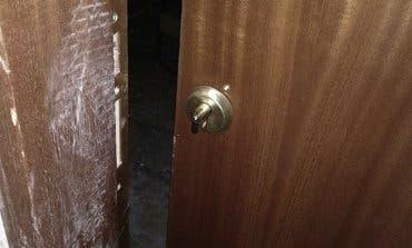 Intenta okupar una vivienda en Coslada utilizando una radial