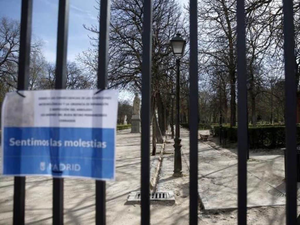 Madrid cierra sus parques ante la alerta por rachas muy fuertes de viento
