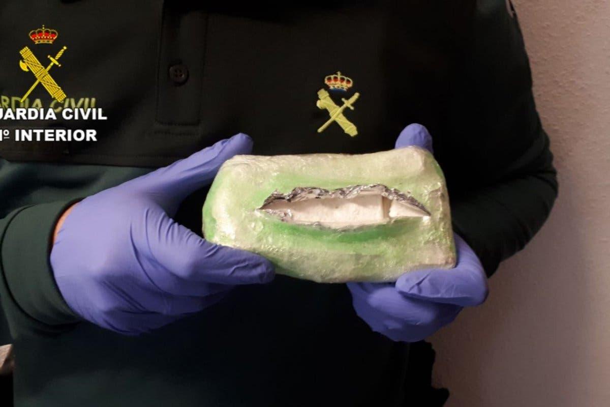Pillan a un vecino de Guadalajara con 220 gramos de cocaína oculta en el coche