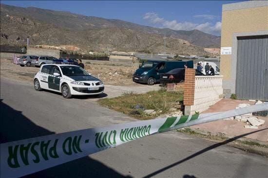Mató a su pareja a puñaladas delante de su hija de 5 años en Galápagos (Guadalajara)