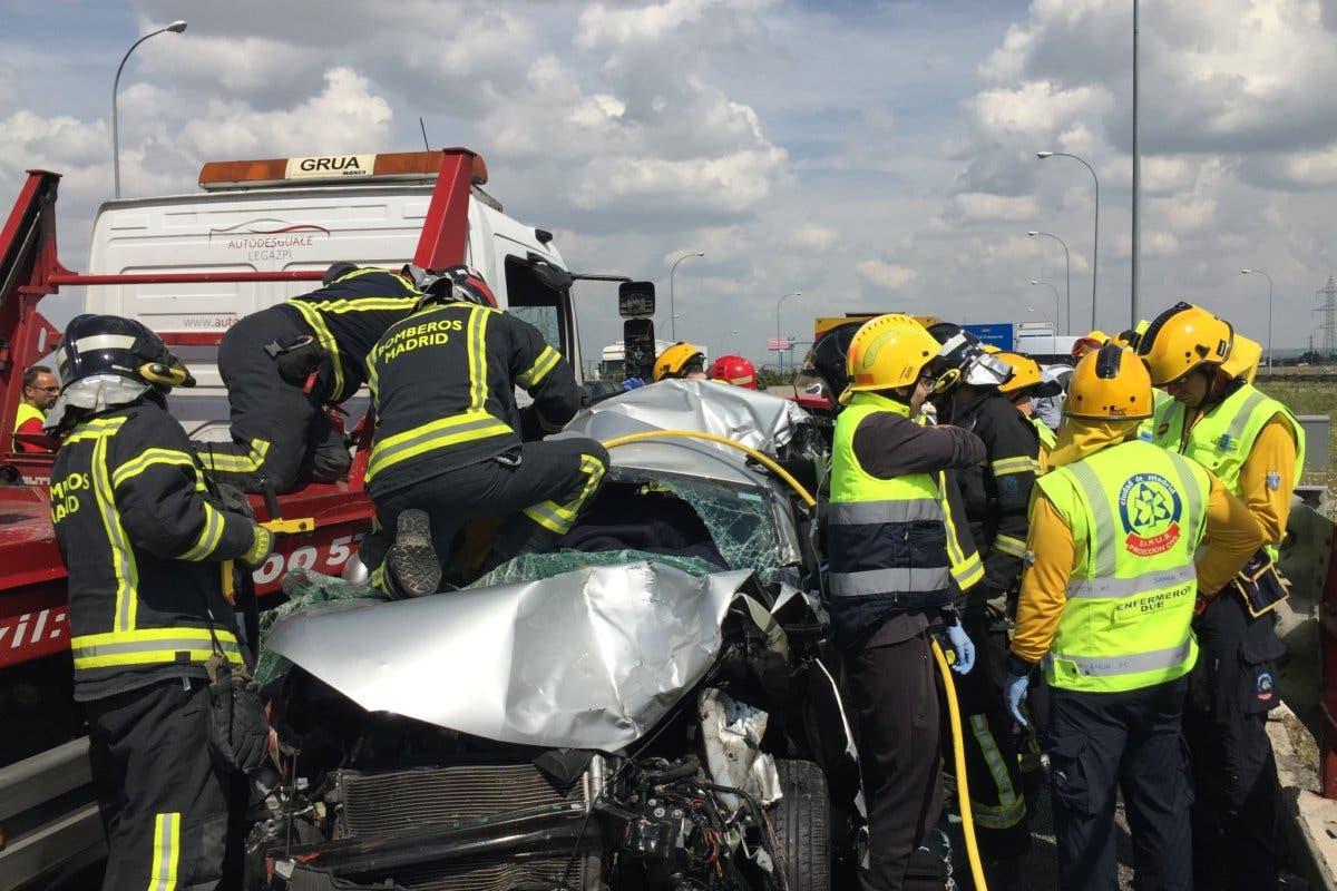 Una mujer atrapada tras un accidente múltiple en la M-45