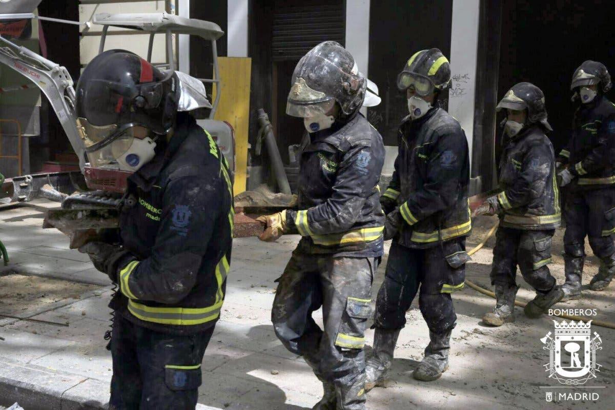 Hallan el cadáver del segundo obrero sepultado en el derrumbe de Chamberí