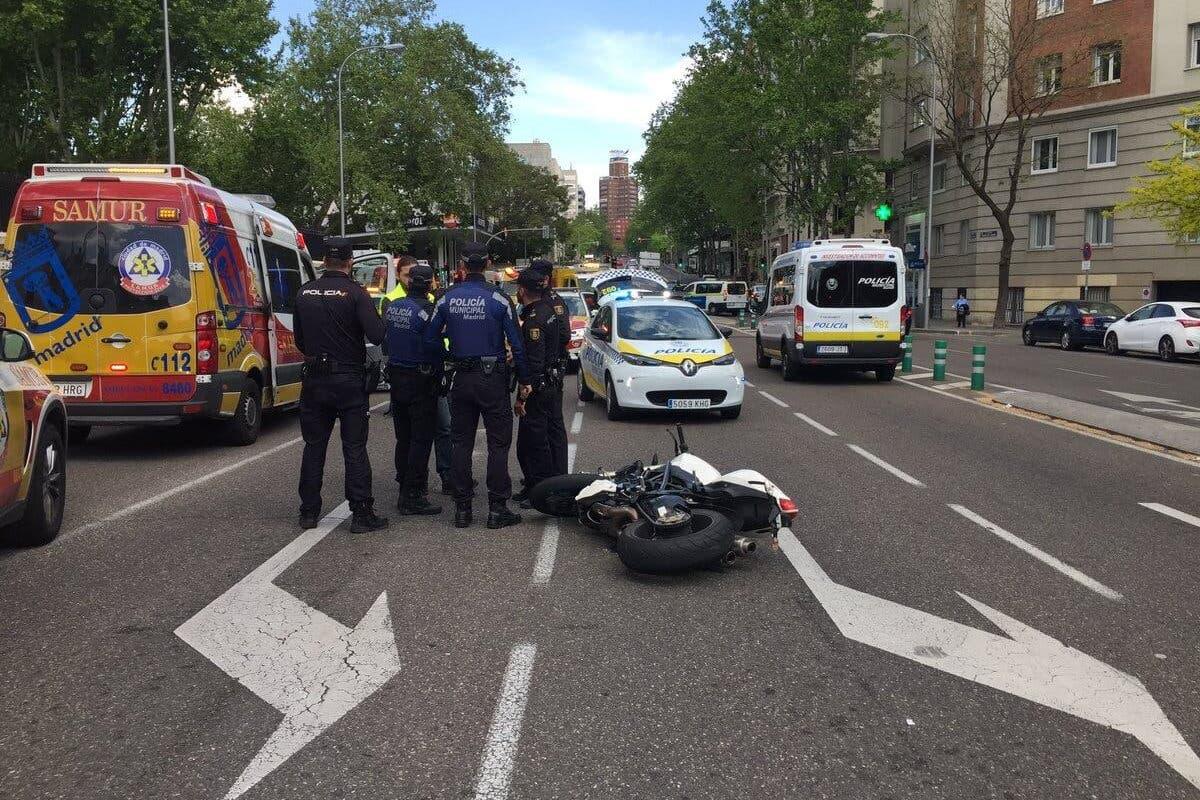 Terrible accidente de moto con dos fallecidos en el centro de Madrid