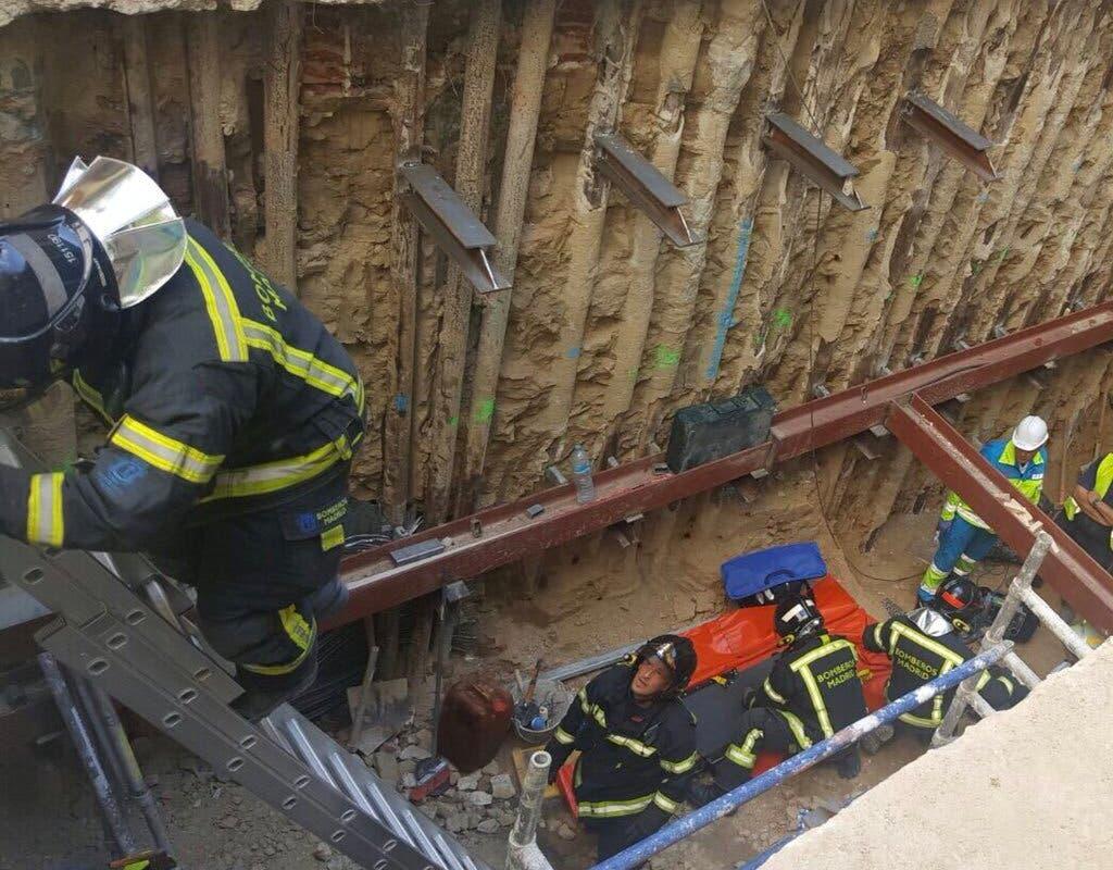 Herido grave un trabajador al caer dentro de un forjado de una obra