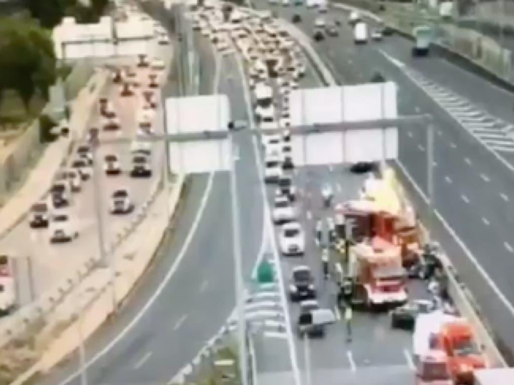 Un accidente con un herido provoca 10 kilómetros de atasco en la A-6