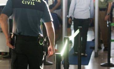 Detenidos en Barajas cuando intentaban introducir 24 kilos de cocaína
