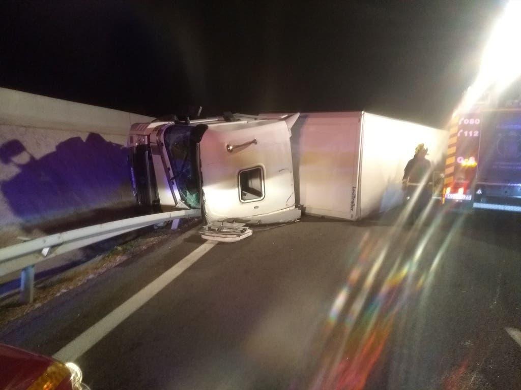Aparatoso accidente de un camión en la A-2