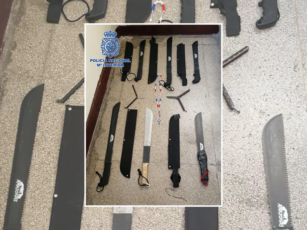 Detenidos tres Dominican Don't Play en San Isidro con 11 machetes escondidos