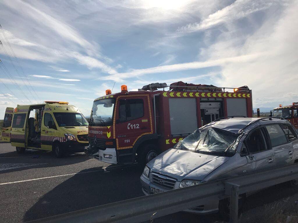 Un matrimonio y cinco menores heridos en un accidente en la M-50
