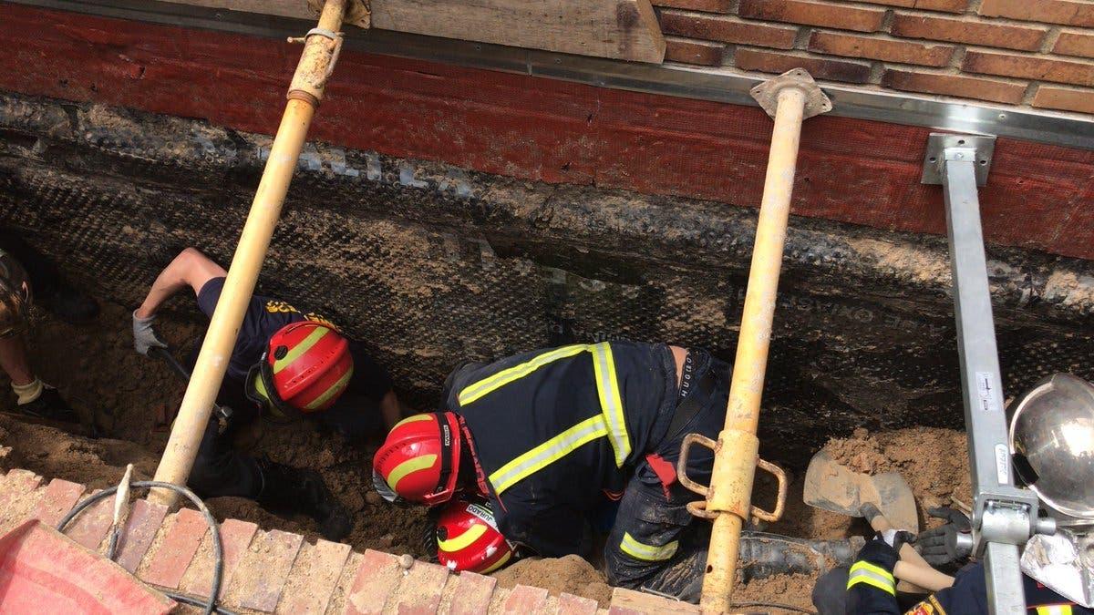 Rescatan a un trabajador que había quedado atrapado en una zanja