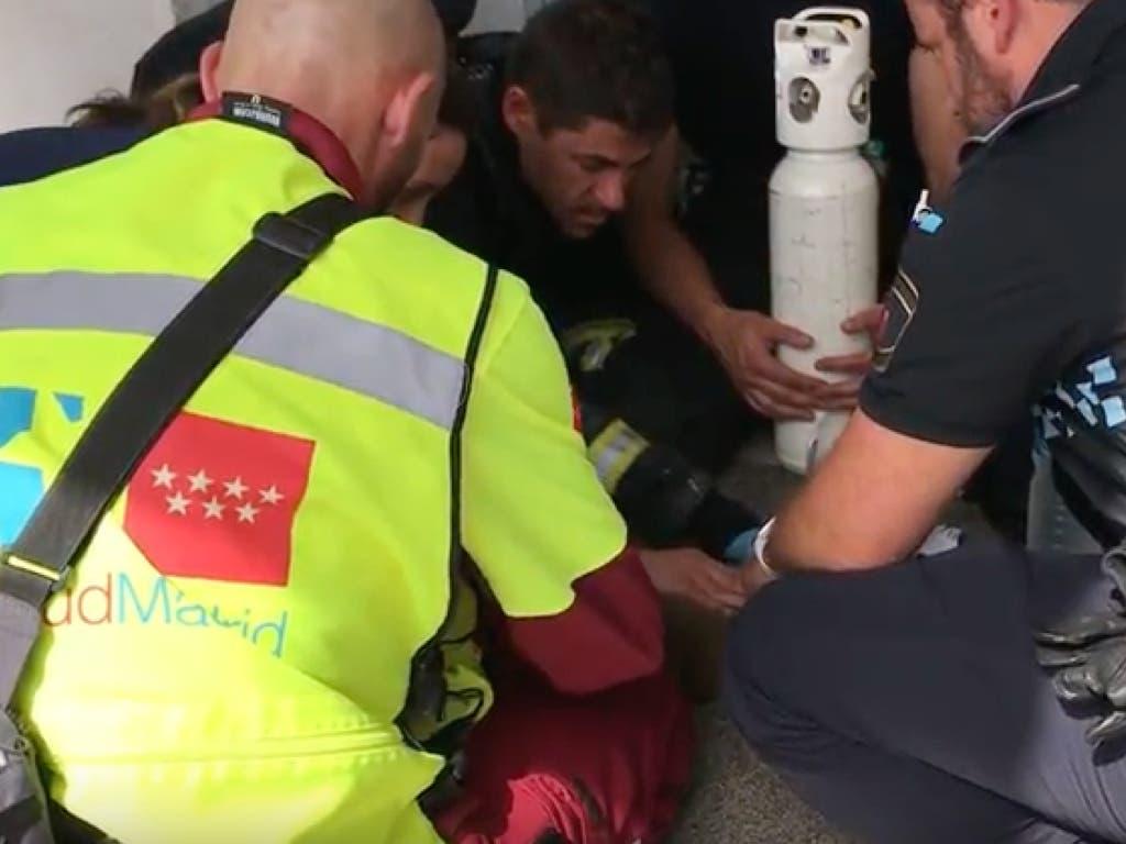Tres personas heridas leves, un gato muerto y otro reanimado en un incendio