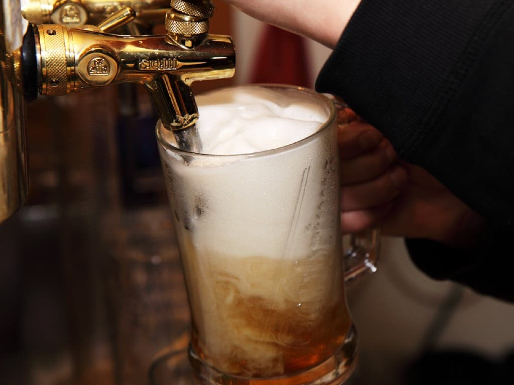 Detenidos dos jóvenes de Torrejón por robar un grifo de cerveza