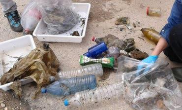 Poliespan, bastoncillos y plástico, entre los residuos más comunes en el río Henares