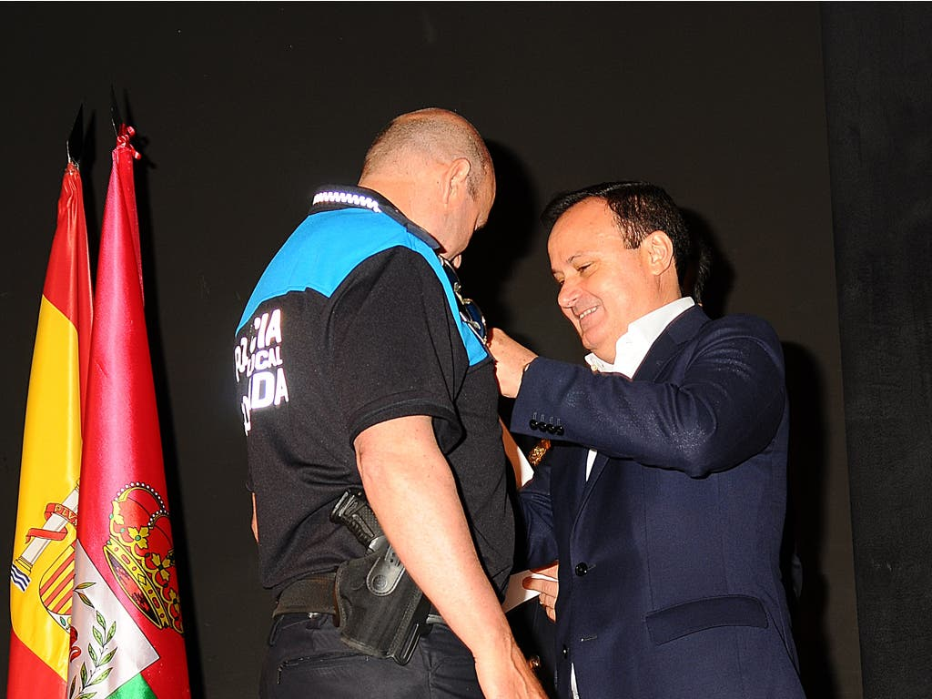 Premiado el policía de Coslada que rescató a dos personas en un túnel