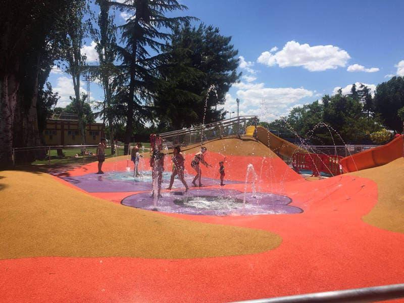 Azuqueca de Henares estrena unsplash park en la piscina de verano