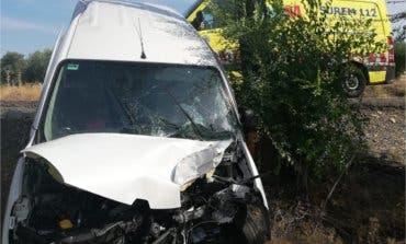 Trasladado al Hospital de Arganda tras empotrarse contra un árbol