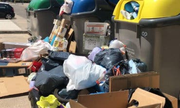 Montañas de basura en los nuevos contenedores de Alcalá de Henares
