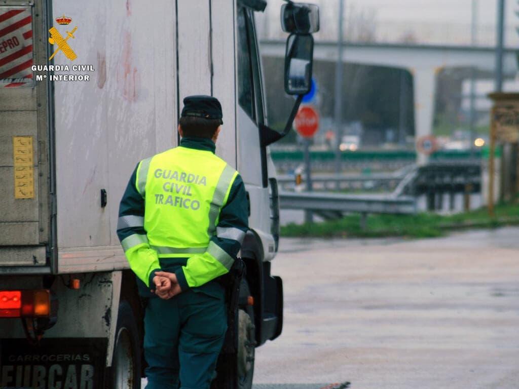 Detenido en la A-2 un camionero que multiplicaba por 7 la tasa de alcoholemia