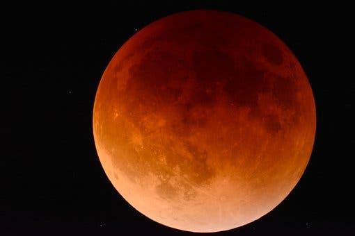 Este viernes se podrá ver el eclipse de luna más largo del siglo