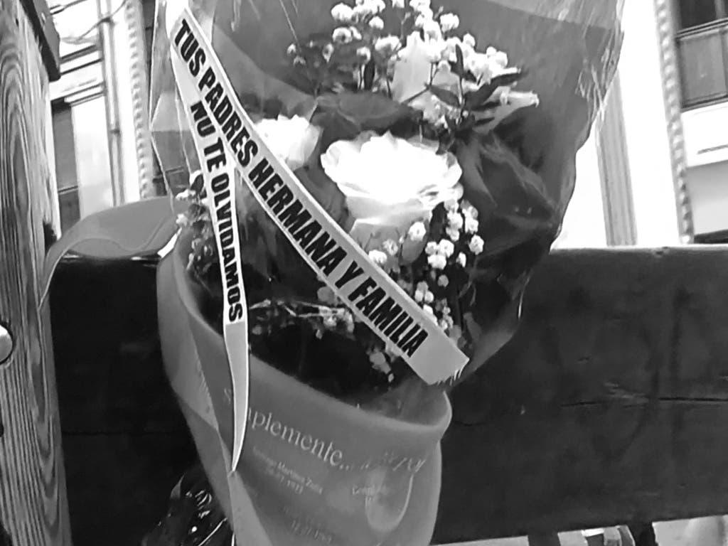 Flores en recuerdo del joven de Alcalá de Henares fallecido hace 9 años en San Fermín