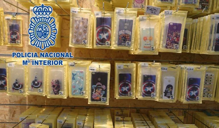 Varios detenidos en Madrid por vender fundas de móvil con dibujos animados