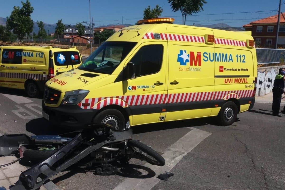 Herido grave un motorista de 22 años al chocar contra un coche