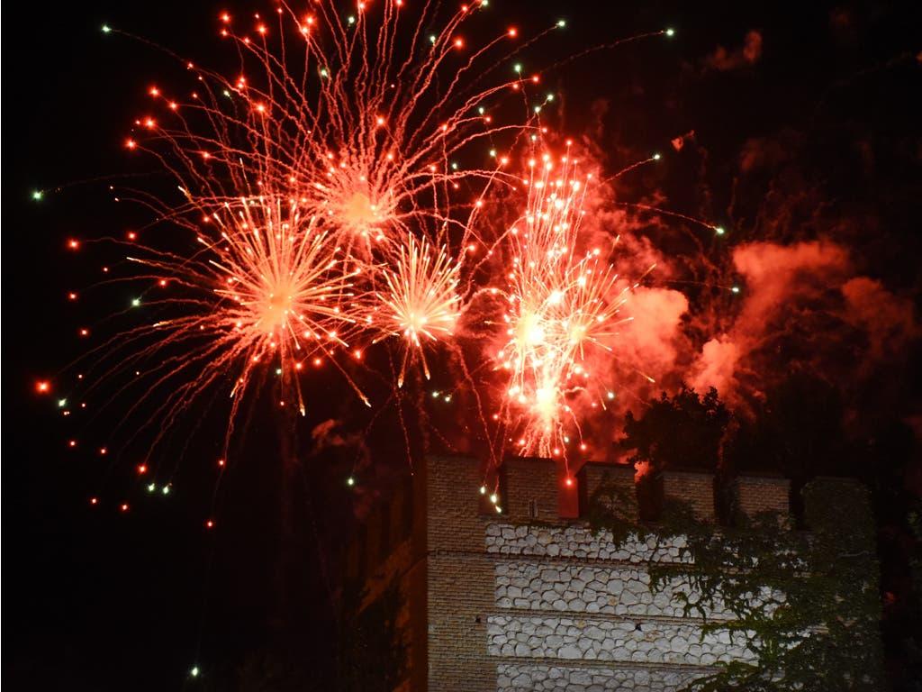 Alcalá de Henares despide sus Ferias con un desfile de carrozas y fuegos artificiales