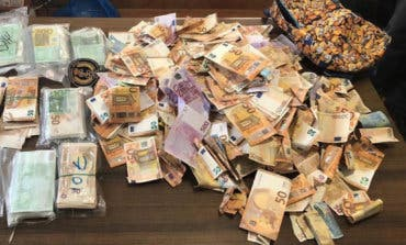 El misterio de los 250.000 euros hallados en el arcén de la A-4