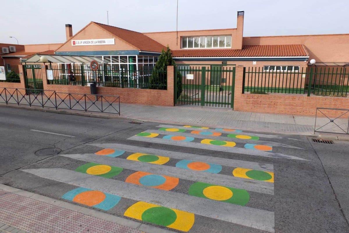 Así lucen los nuevos pasos de peatones de Paracuellos de Jarama