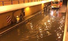 Una tromba de agua inunda un paso subterráneo en Alcalá de Henares