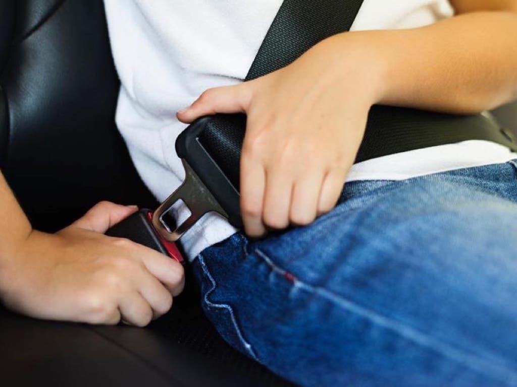 Campaña de la Policía de Velilla para controlar el uso del cinturón