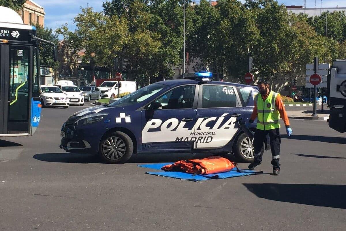 Grave accidente en Madrid entre una moto y un camión