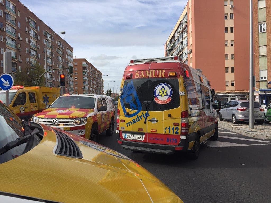 Dos heridos por atropello tras chocar dos coches en Madrid