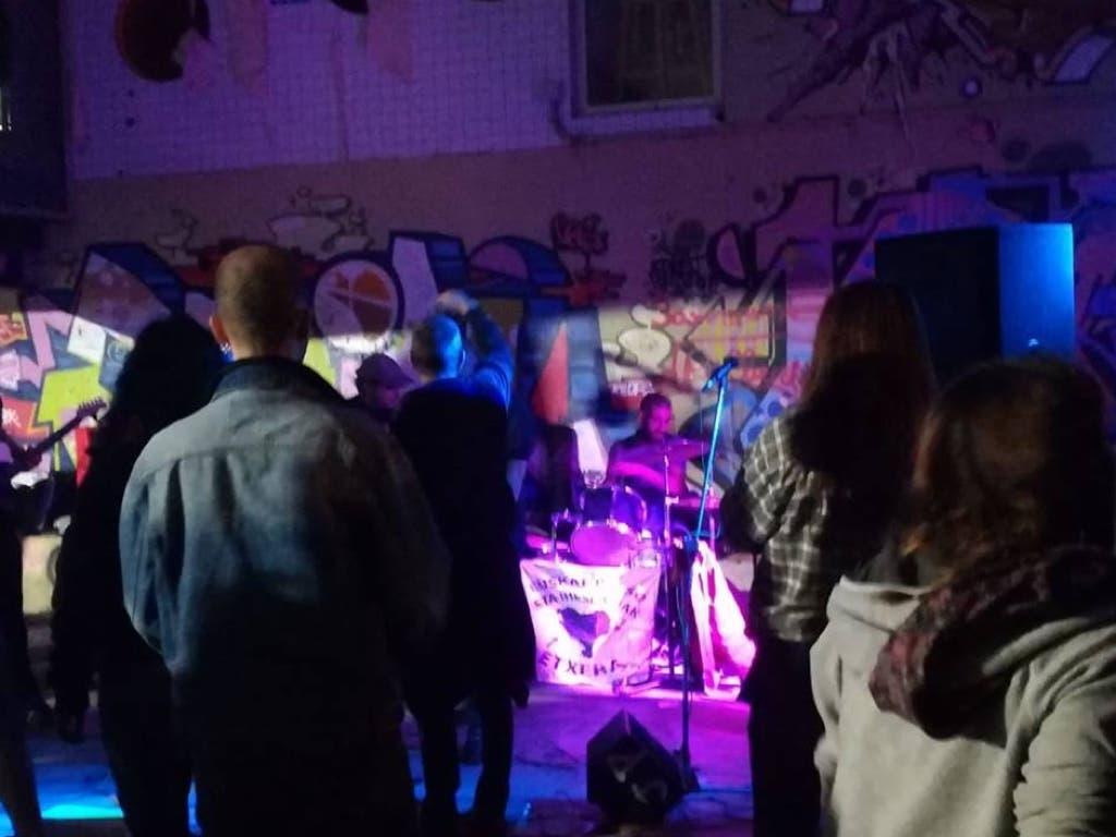 Símbolos y gritos proetarras durante un concierto en Cabanillas del Campo