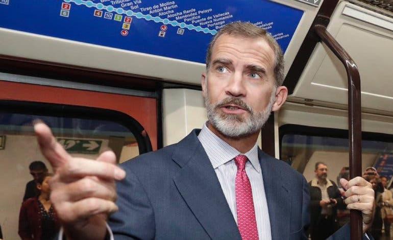 Sorpresa entre los viajeros del Metro de Madrid al ver al Rey