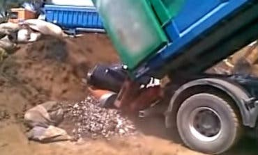 Investigan un vertido de pilas usadas en San Fernando de Henares