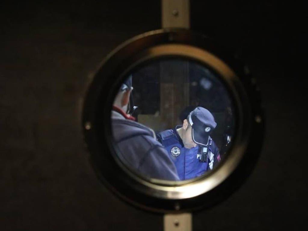 Desalojadas de madrugada 42 personas sin mascarilla y fumando en un bar de Madrid