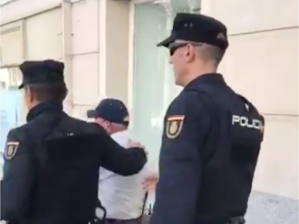 Un jubilado increpa a Gabriel Rufián en Madrid al grito de «arruinapatrias»