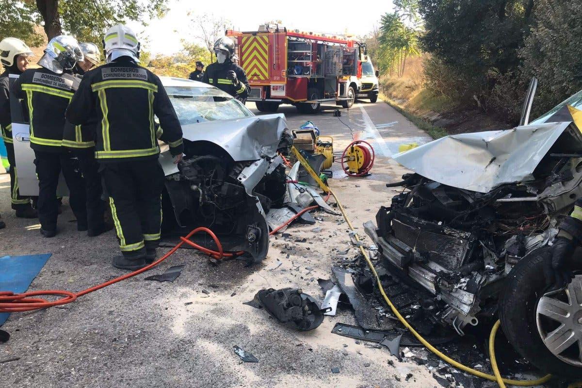 Cinco heridos en un choque frontal entre dos vehículos en la M-404