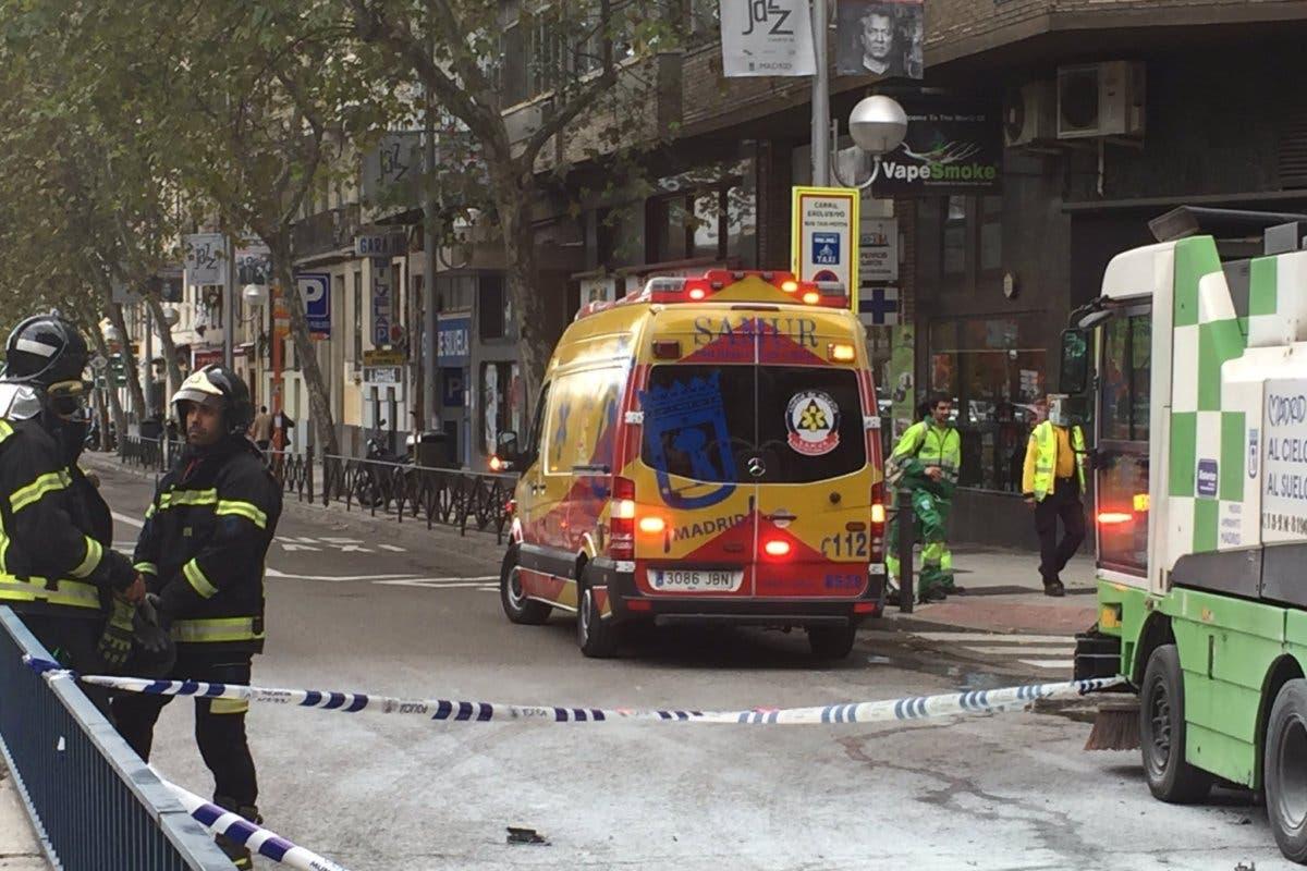 Muere un motorista en Madrid al chocar contra una máquina barredora