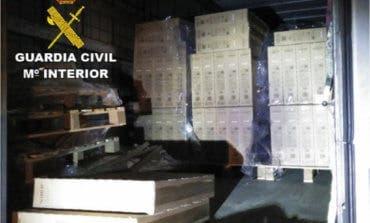 Sorprendidos robando 78 televisores de un camión estacionado en la A-2