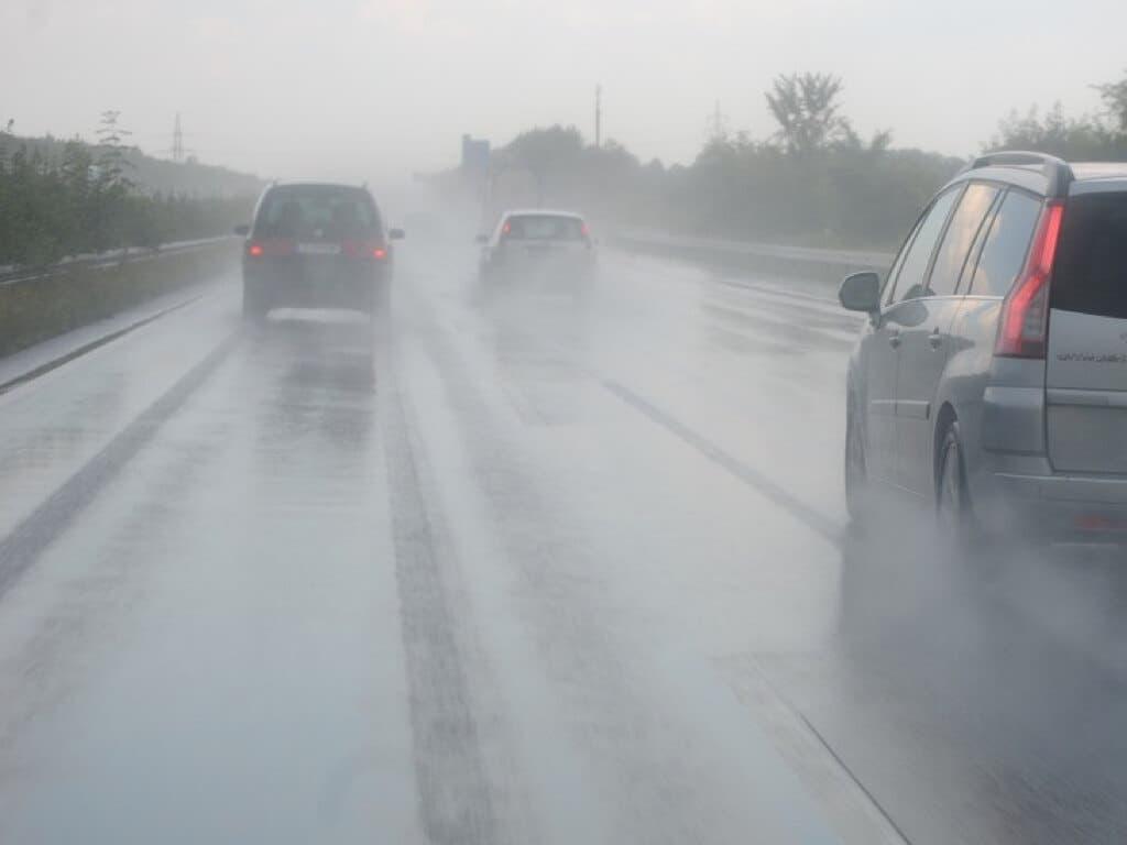 La lluvia y varios accidentes complican la circulación en Madrid