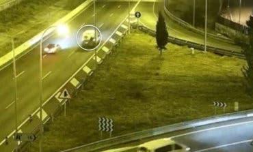 Muere atropellado en la M-40 al caer de una furgoneta en la que iba de polizón