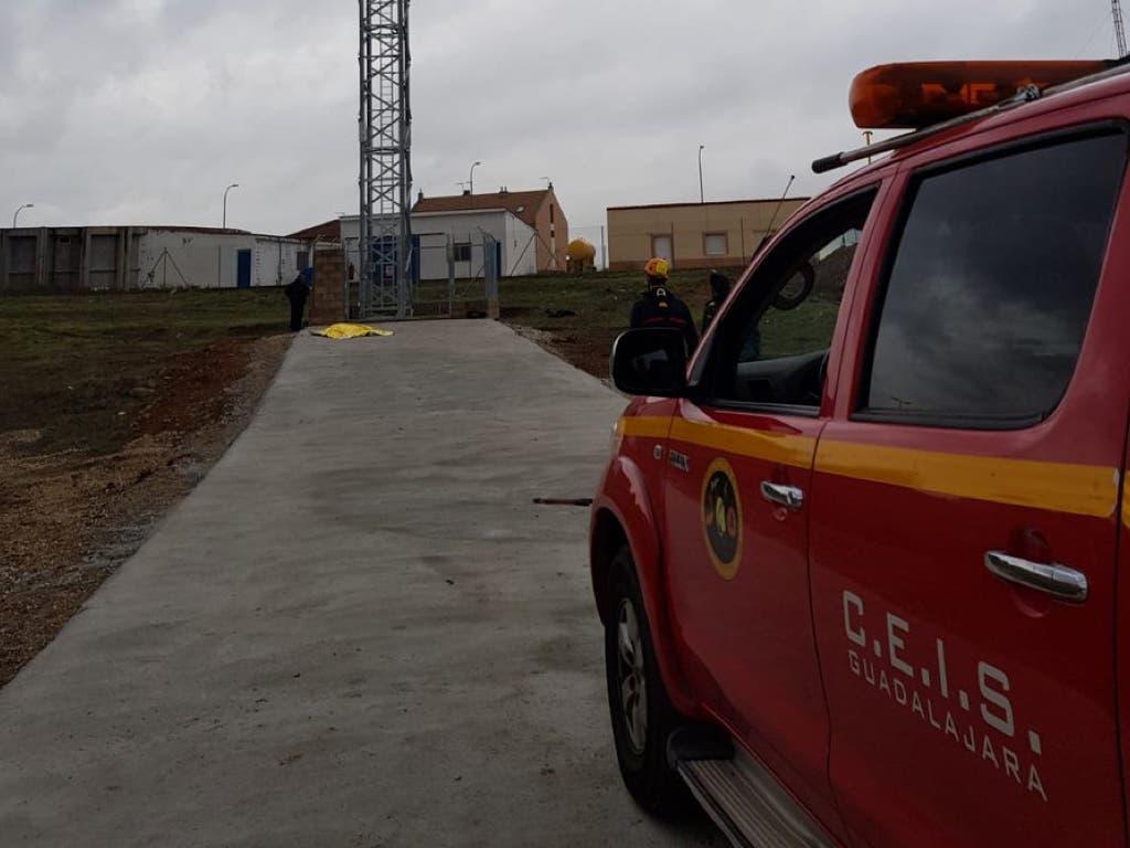 Muere un hombre tras precipitarse desde una torre de telefonía en El Casar